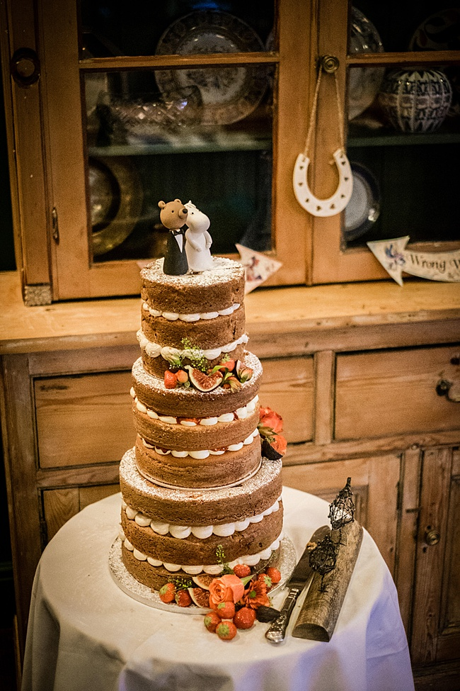 Mad Hatter's tea party September wedding in Hampshire - image credit Linus Moran Photography (44)