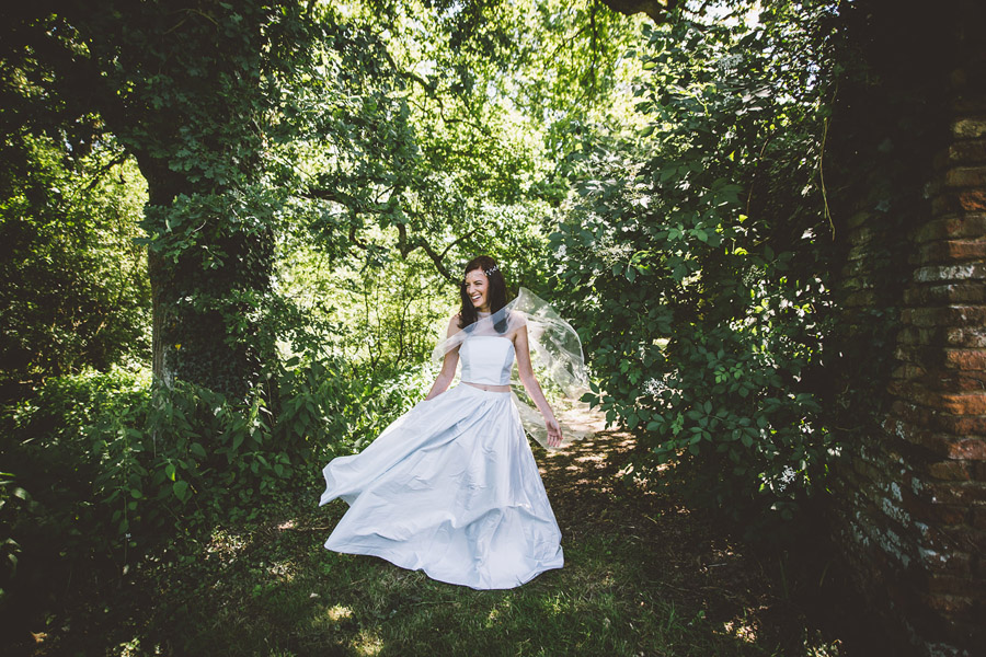 Eco styling ideas for a summer picnic wedding with Bohotanical and the Gilded Fern (12)