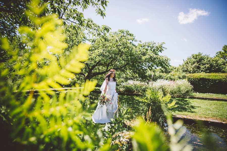 Eco styling ideas for a summer picnic wedding with Bohotanical and the Gilded Fern (21)