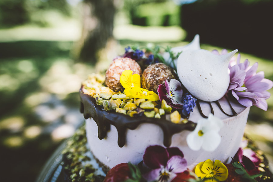 Eco styling ideas for a summer picnic wedding with Bohotanical and the Gilded Fern (28)