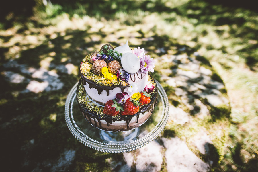 Eco styling ideas for a summer picnic wedding with Bohotanical and the Gilded Fern (29)