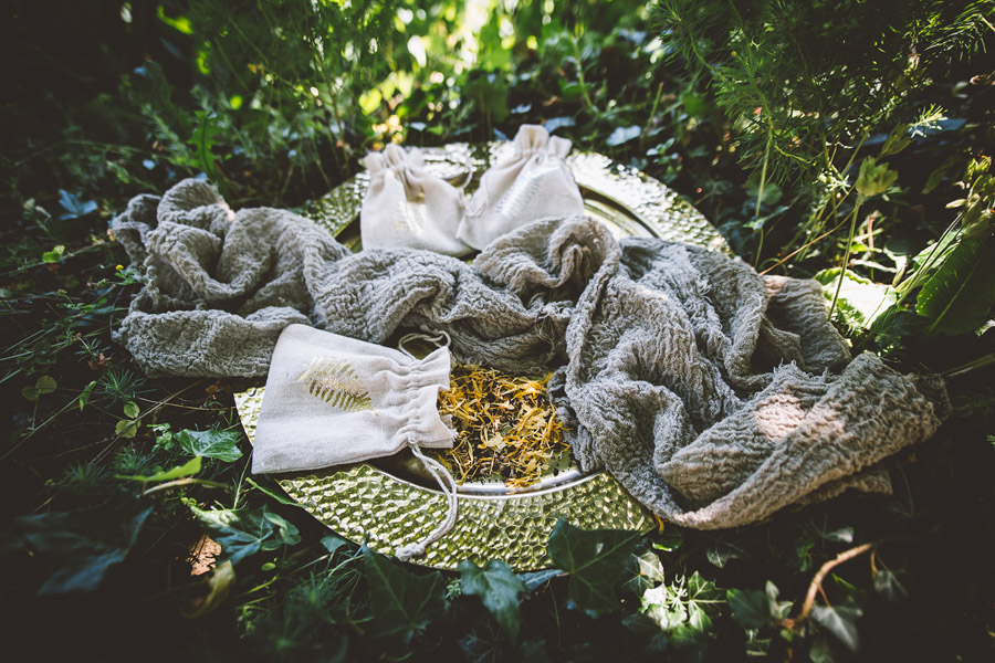 Eco styling ideas for a summer picnic wedding with Bohotanical and the Gilded Fern (30)