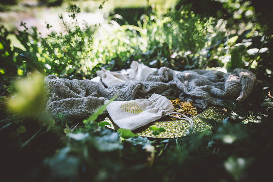 Eco styling ideas for a summer picnic wedding with Bohotanical and the Gilded Fern (31)