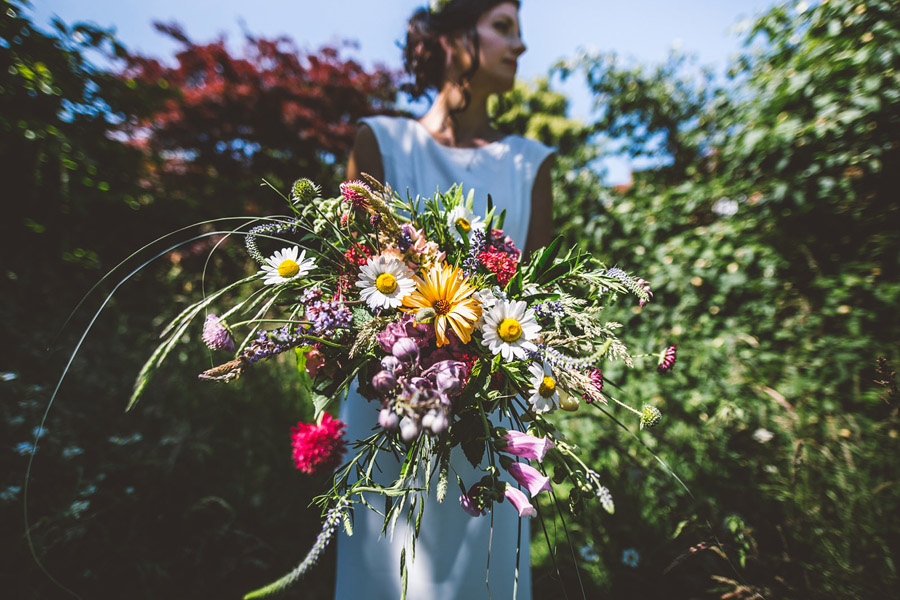 Eco styling ideas for a summer picnic wedding with Bohotanical and the Gilded Fern (41)