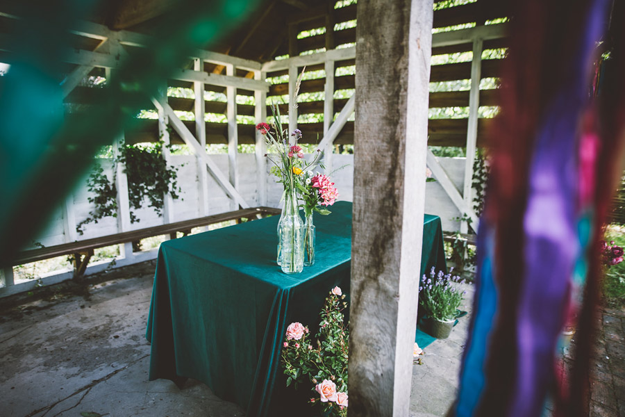 Eco styling ideas for a summer picnic wedding with Bohotanical and the Gilded Fern (8)
