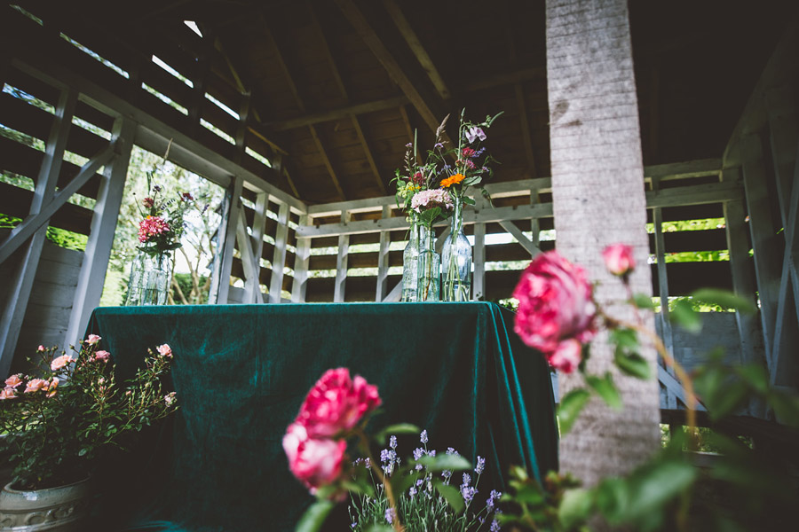 Eco styling ideas for a summer picnic wedding with Bohotanical and the Gilded Fern (11)