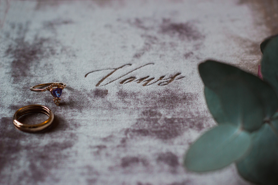 warm, winter wedding styling with heirloom touches on the English Wedding Blog - image by Katie Rogers Photography (5)