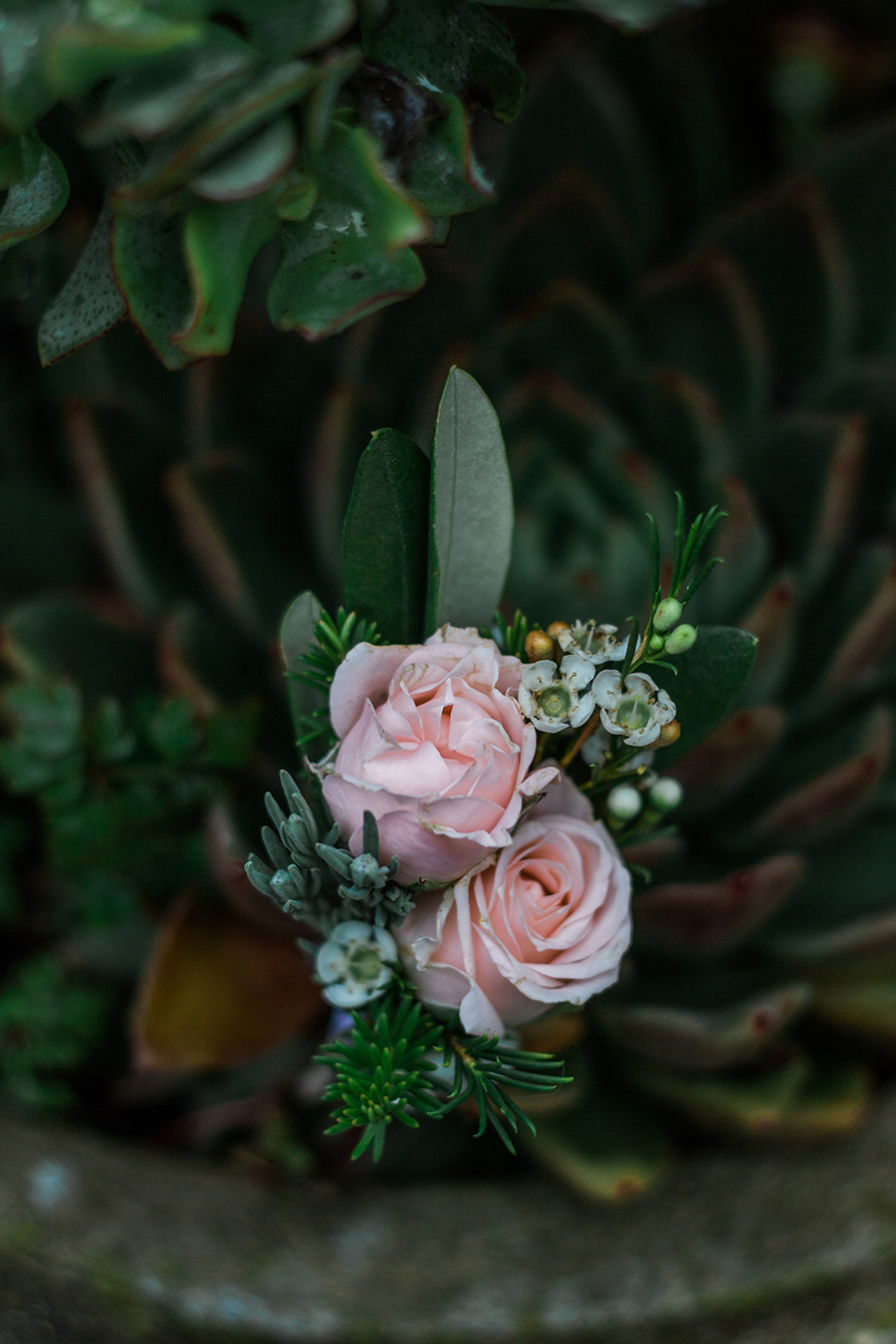 warm, winter wedding styling with heirloom touches on the English Wedding Blog - image by Katie Rogers Photography (21)