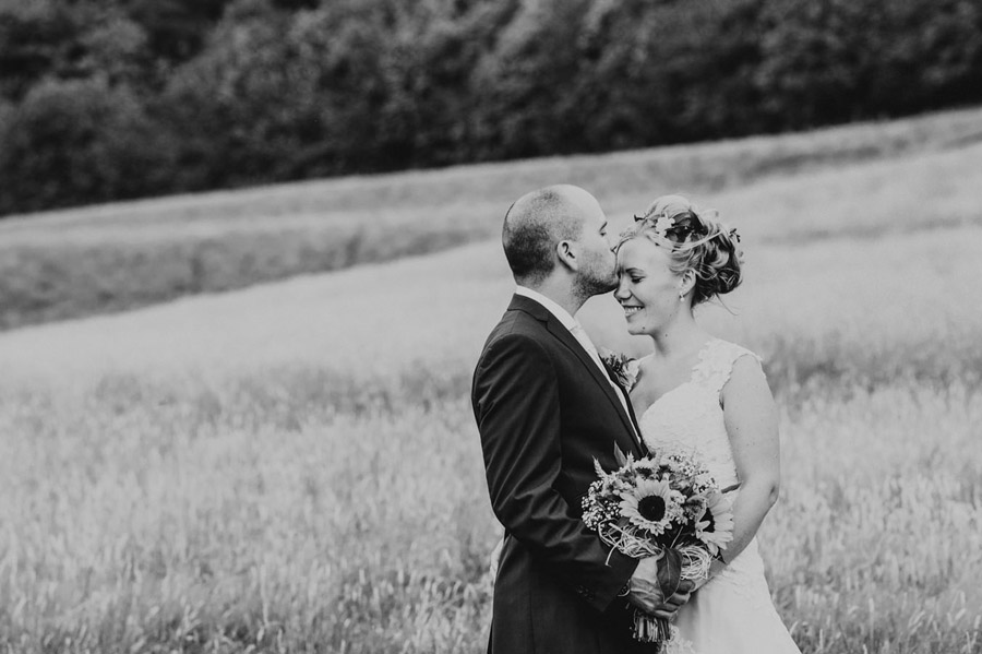 We love this Cowparsley Farm Somerset wedding with Special Day Wedding Photos on the English Wedding Blog (7)