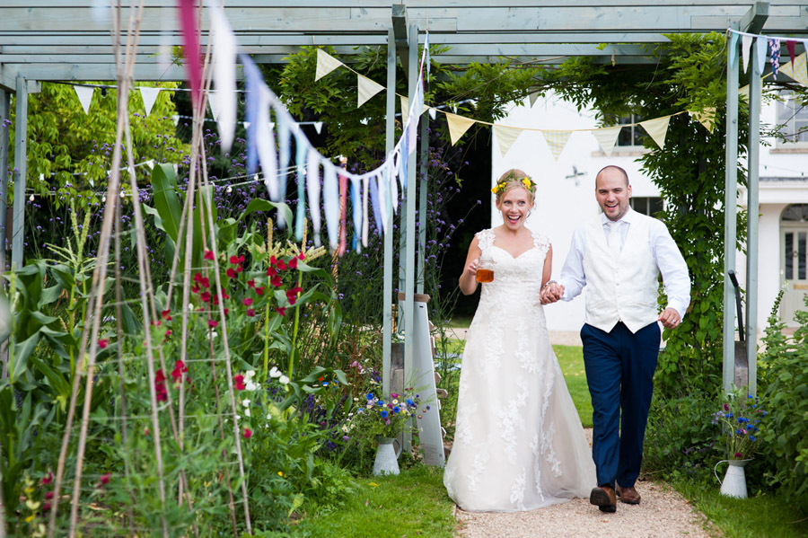 We love this Cowparsley Farm Somerset wedding with Special Day Wedding Photos on the English Wedding Blog (22)