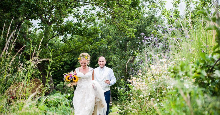 We love this Cowparsley Farm Somerset wedding with Special Day Wedding Photos on the English Wedding Blog (29)