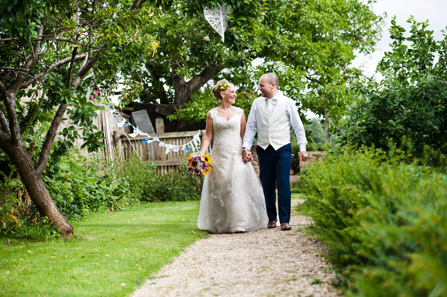 We love this Cowparsley Farm Somerset wedding with Special Day Wedding Photos on the English Wedding Blog (31)