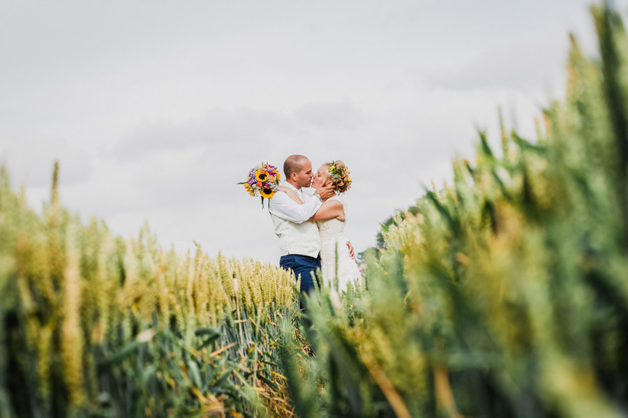 We love this Cowparsley Farm Somerset wedding with Special Day Wedding Photos on the English Wedding Blog (33)