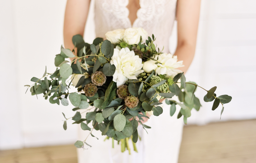 Marina Walker Photography's styled shoot with succulents and affordable details for a minimalist boho wedding (33)