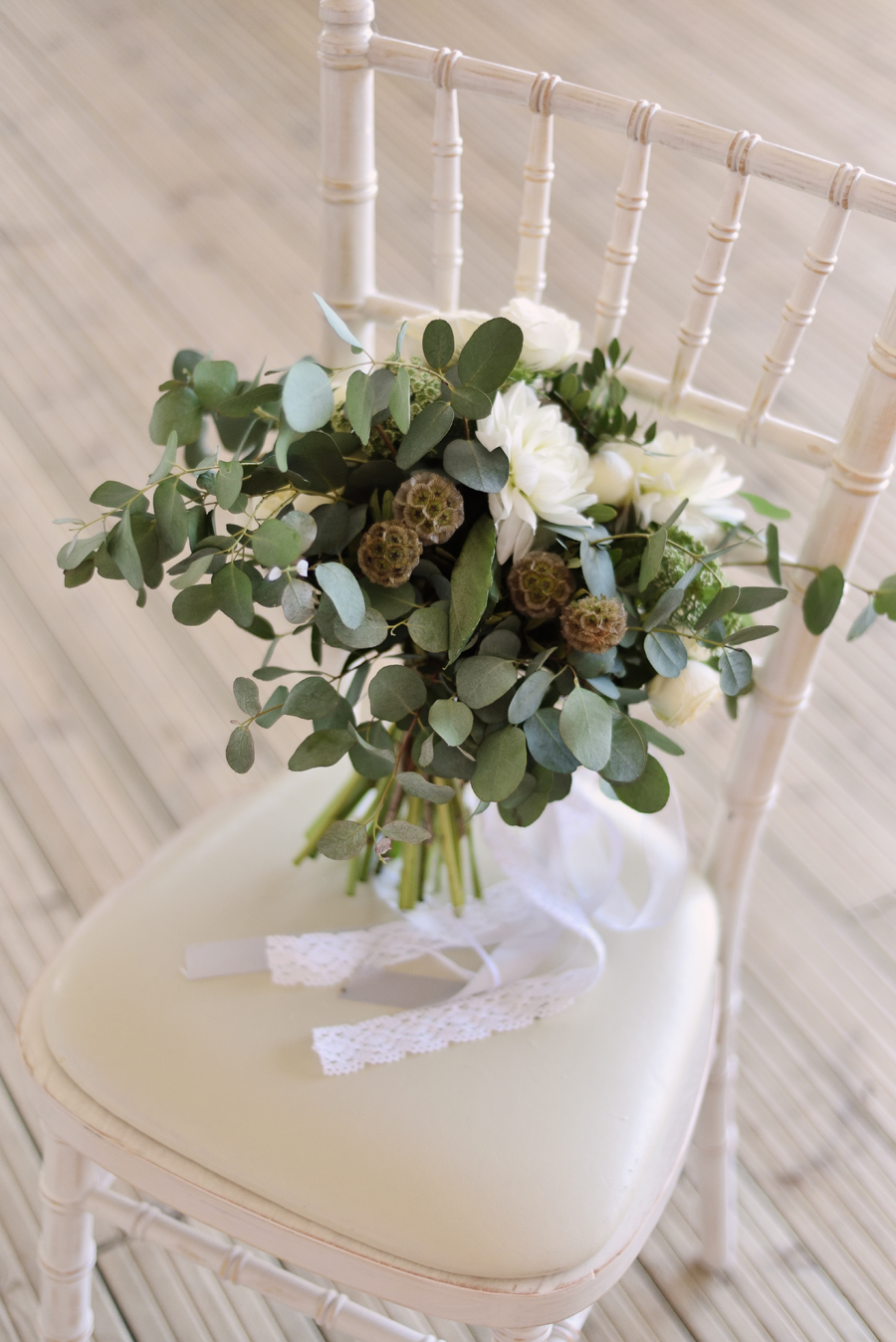 Marina Walker Photography's styled shoot with succulents and affordable details for a minimalist boho wedding (20)