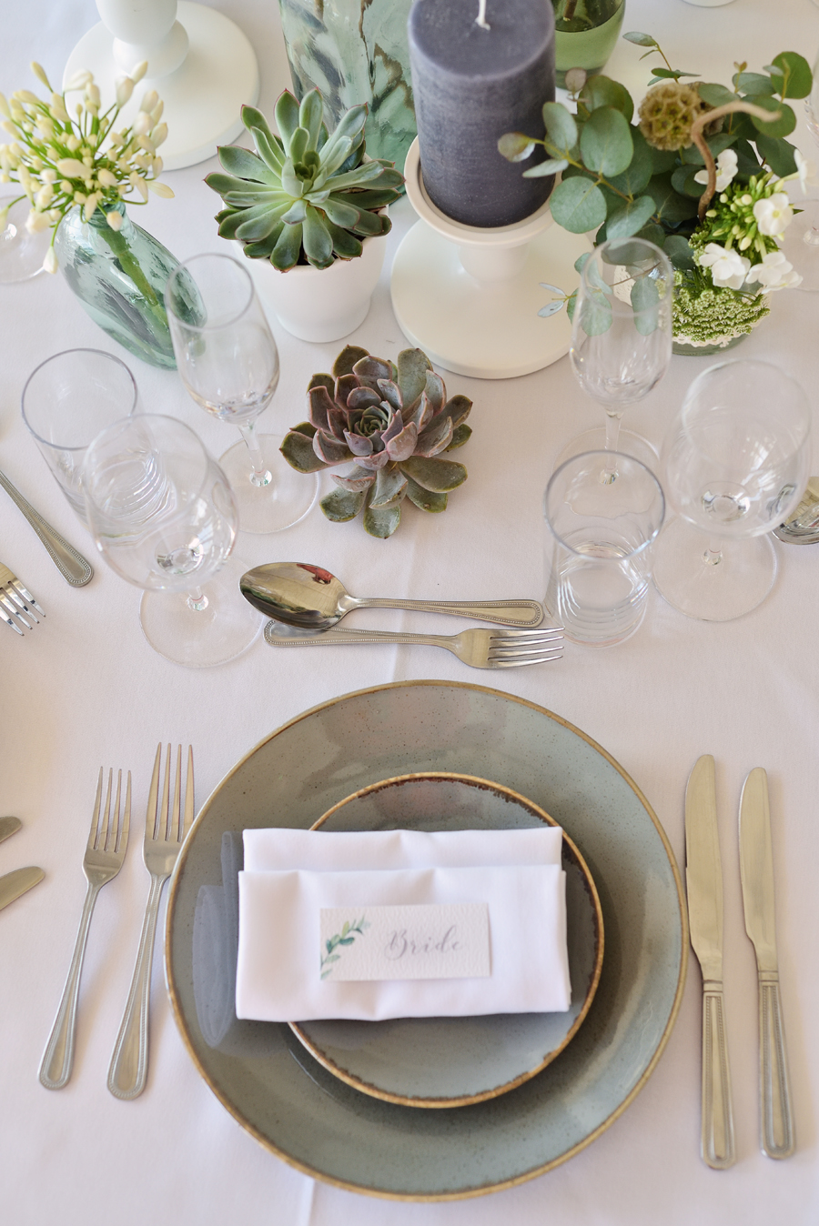 Marina Walker Photography's styled shoot with succulents and affordable details for a minimalist boho wedding (7)