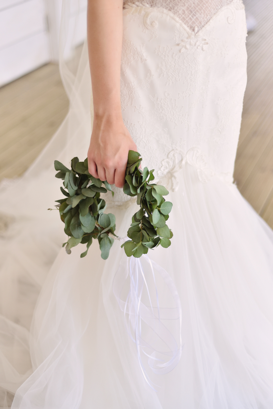 Marina Walker Photography's styled shoot with succulents and affordable details for a minimalist boho wedding (4)