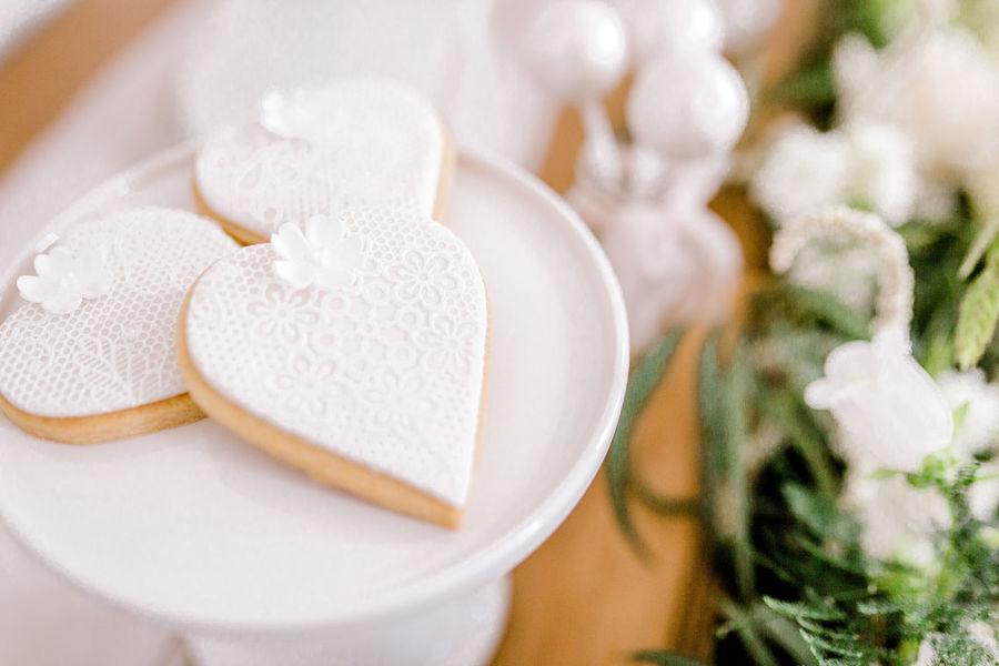 Minimal elegant wedding style ideas by Wildflower Wedding Planner Natasha, images Helene Elliott Photography (1)