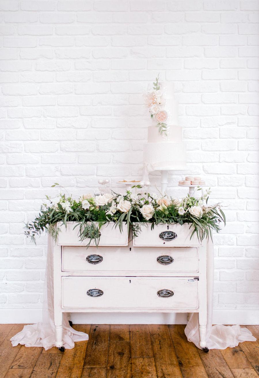 Minimal elegant wedding style ideas by Wildflower Wedding Planner Natasha, images Helene Elliott Photography (2)