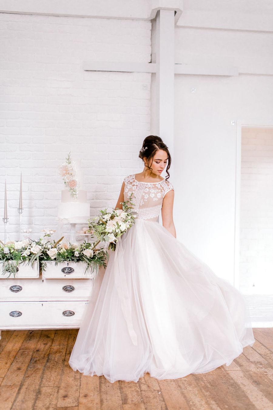 Minimal elegant wedding style ideas by Wildflower Wedding Planner Natasha, images Helene Elliott Photography (9)