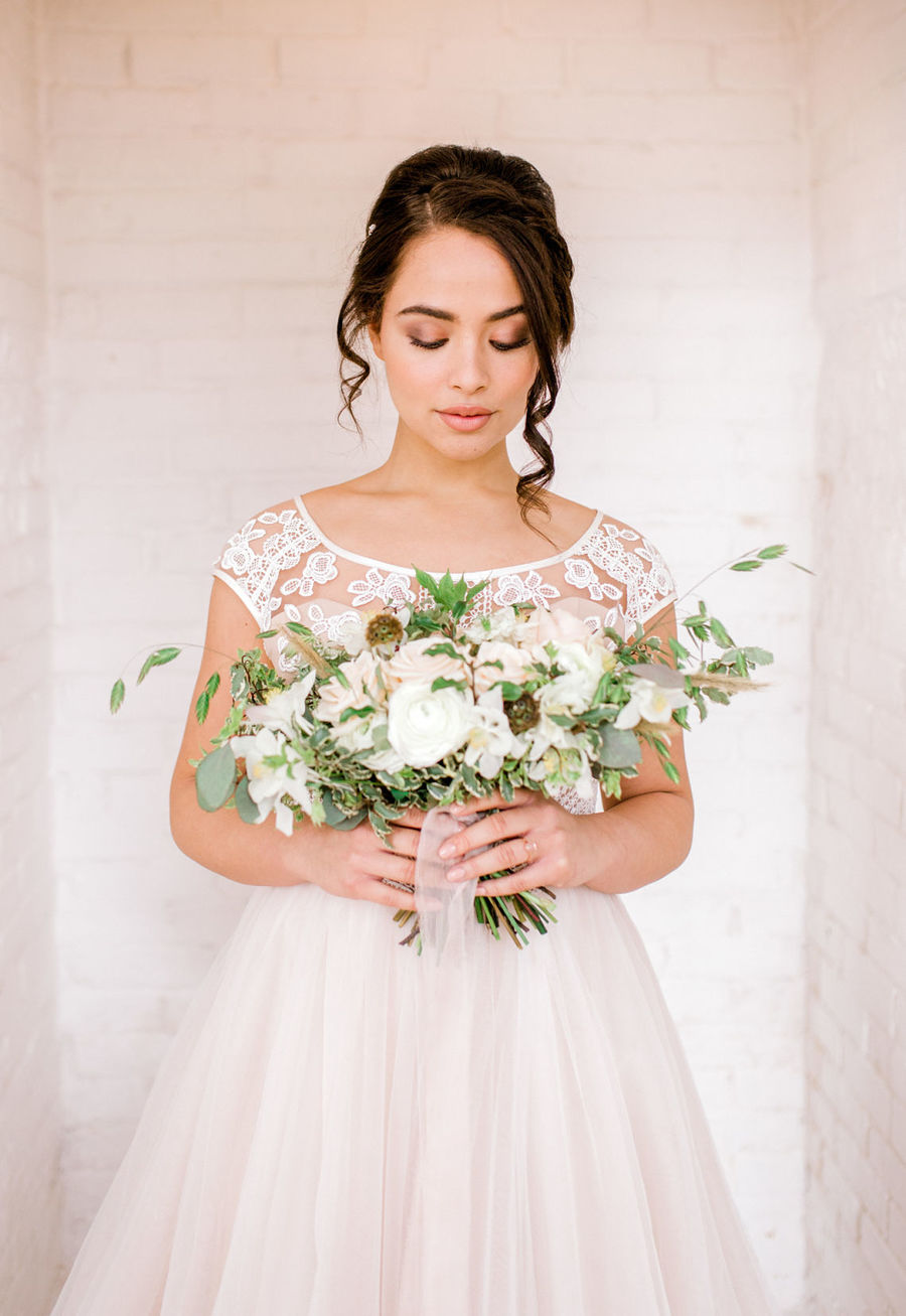 Minimal elegant wedding style ideas by Wildflower Wedding Planner Natasha, images Helene Elliott Photography (11)