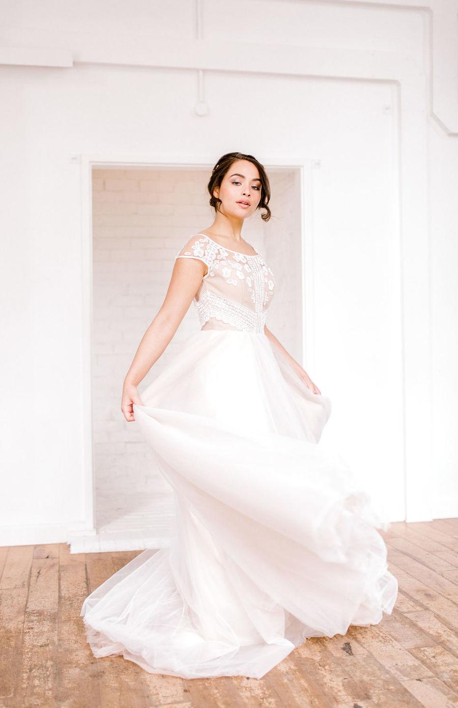 Minimal elegant wedding style ideas by Wildflower Wedding Planner Natasha, images Helene Elliott Photography (12)