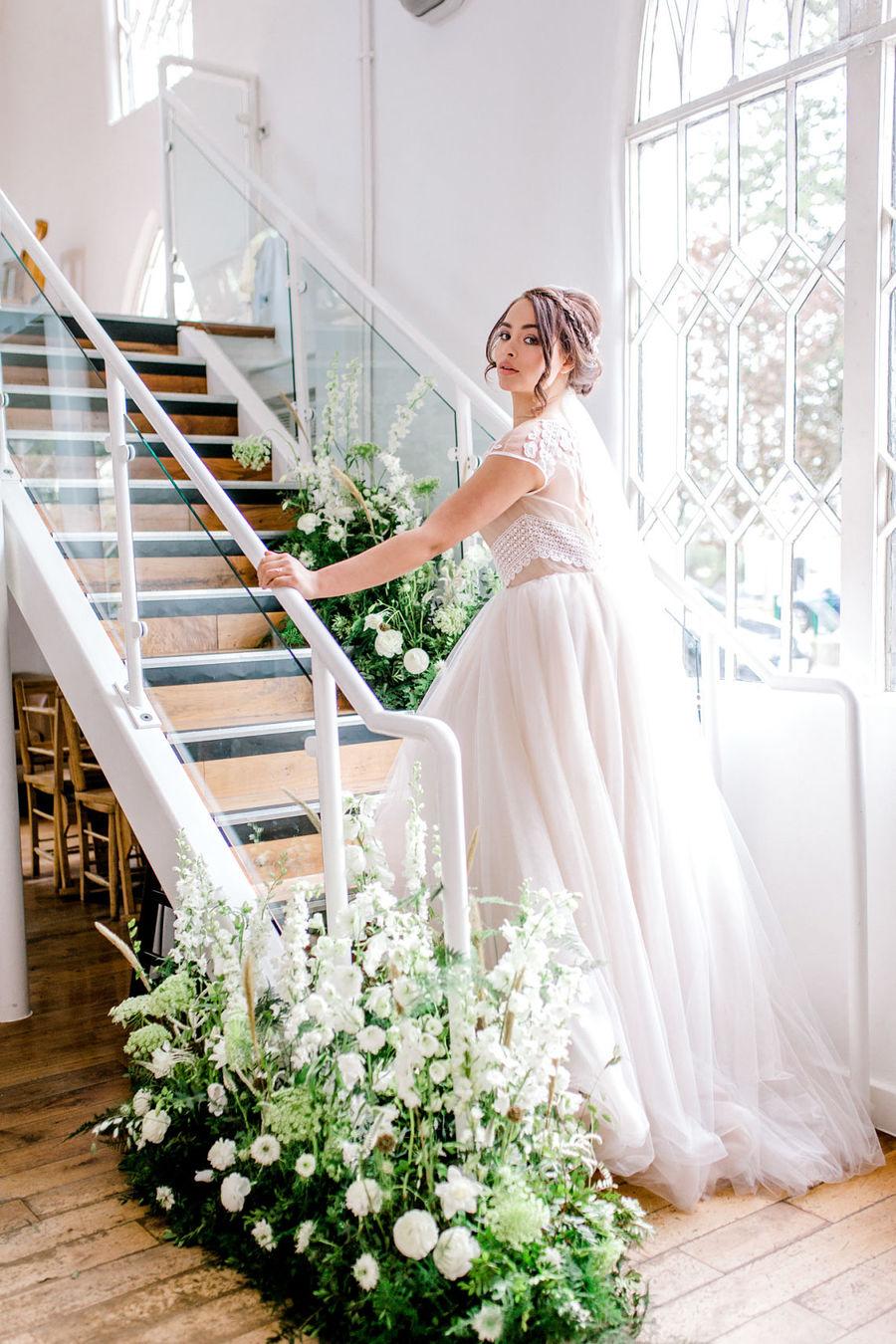 Minimal elegant wedding style ideas by Wildflower Wedding Planner Natasha, images Helene Elliott Photography (13)