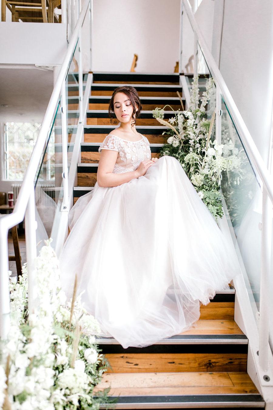 Minimal elegant wedding style ideas by Wildflower Wedding Planner Natasha, images Helene Elliott Photography (14)