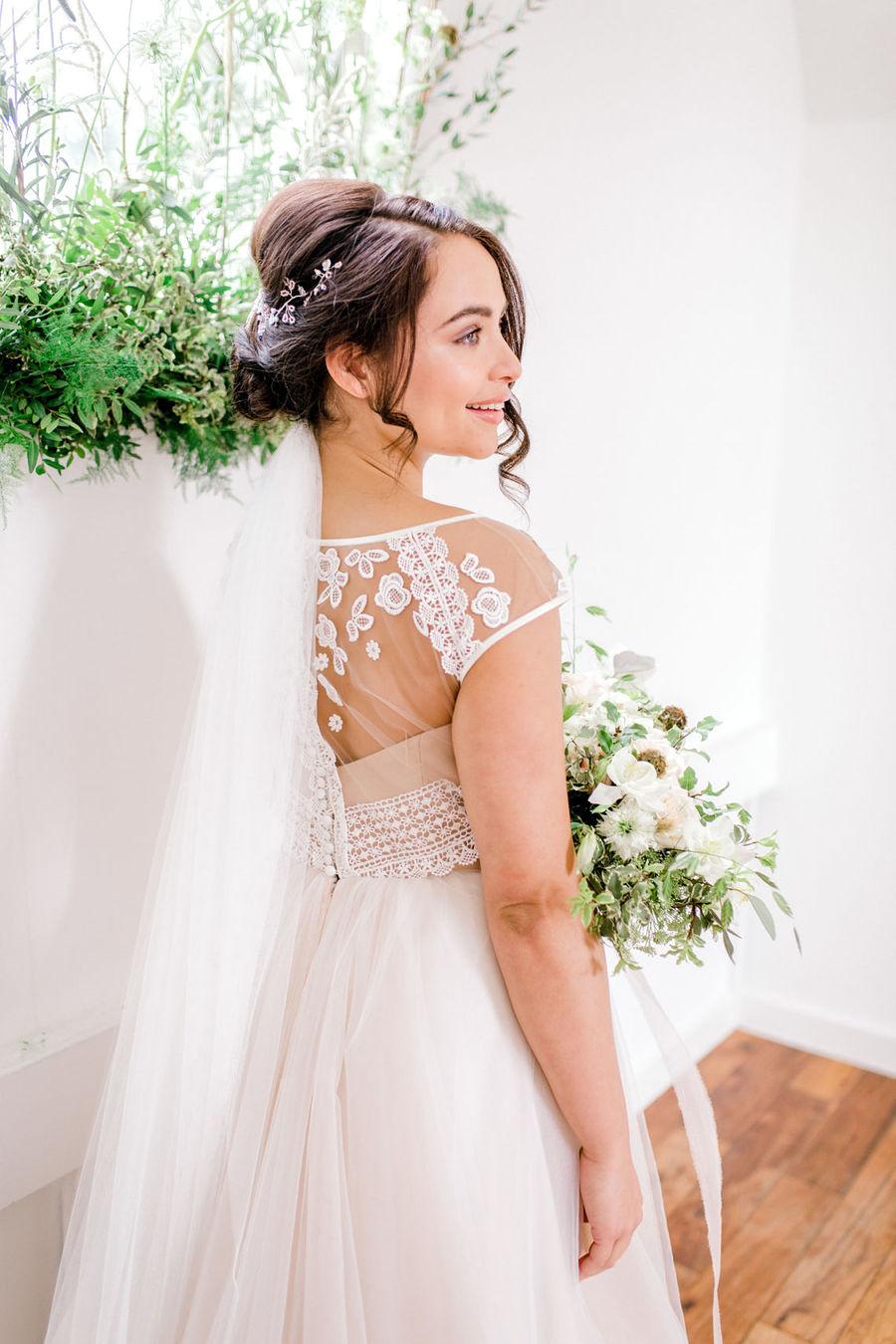 Minimal elegant wedding style ideas by Wildflower Wedding Planner Natasha, images Helene Elliott Photography (16)