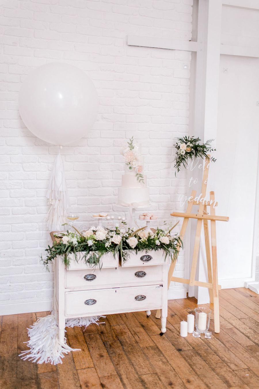 Minimal elegant wedding style ideas by Wildflower Wedding Planner Natasha, images Helene Elliott Photography (24)
