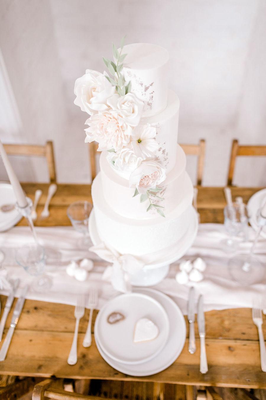 Minimal elegant wedding style ideas by Wildflower Wedding Planner Natasha, images Helene Elliott Photography (33)