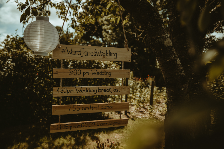Gorgeous modern rustic styling for an English wedding full of charm, with Daze of Glory (12)