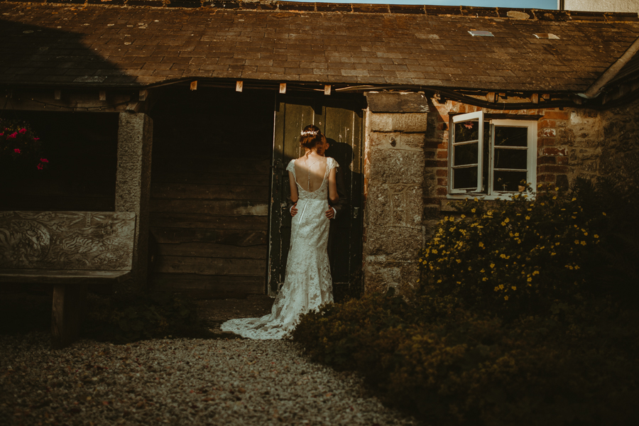 Gorgeous modern rustic styling for an English wedding full of charm, with Daze of Glory (30)