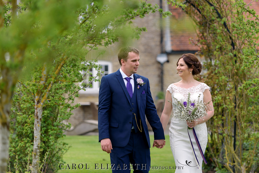 Purple styling and an elegant rustic theme for Fiona and Ashley's Stratton Court Barn Oxfordshire wedding. Images by Carol Elizabeth Photography on English-Wedding.com (20)