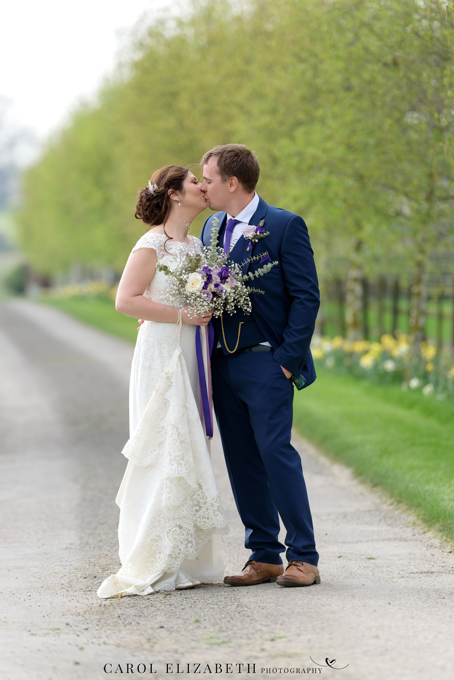 Purple styling and an elegant rustic theme for Fiona and Ashley's Stratton Court Barn Oxfordshire wedding. Images by Carol Elizabeth Photography on English-Wedding.com (33)