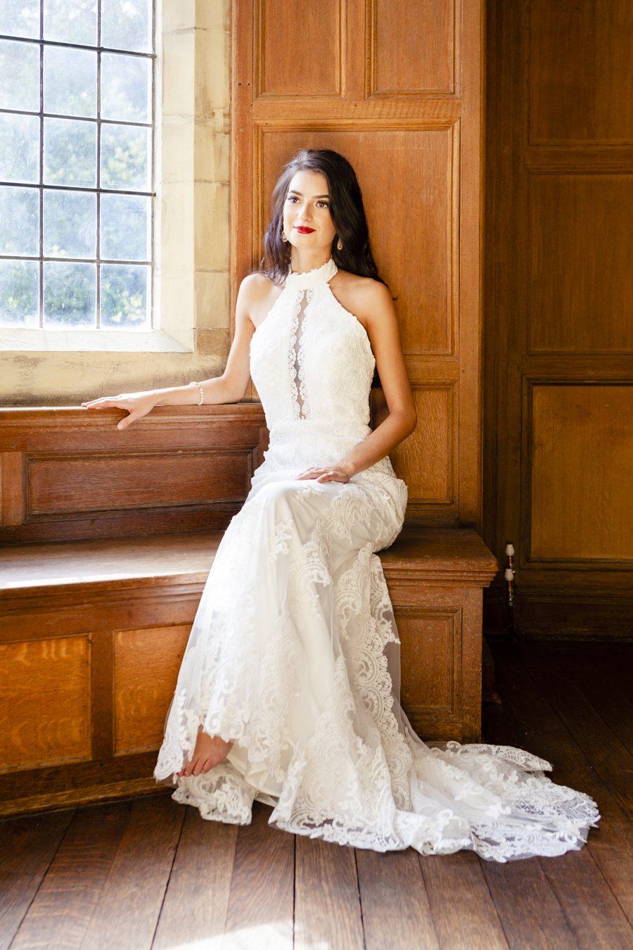 Old Hollywood glamour wedding style at Balcombe Place, photographer Fiona Mills Art on English-Wedding.com (22)