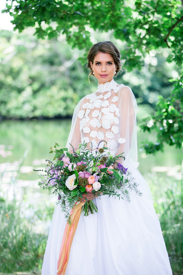 Stunning florals and archway flower surround for a breathtaking wedding style article on English Wedding, image credit Lisa Payne Photography (12)