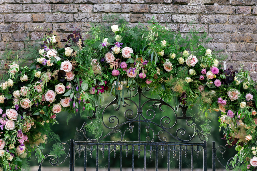 Stunning florals and archway flower surround for a breathtaking wedding style article on English Wedding, image credit Lisa Payne Photography (14)