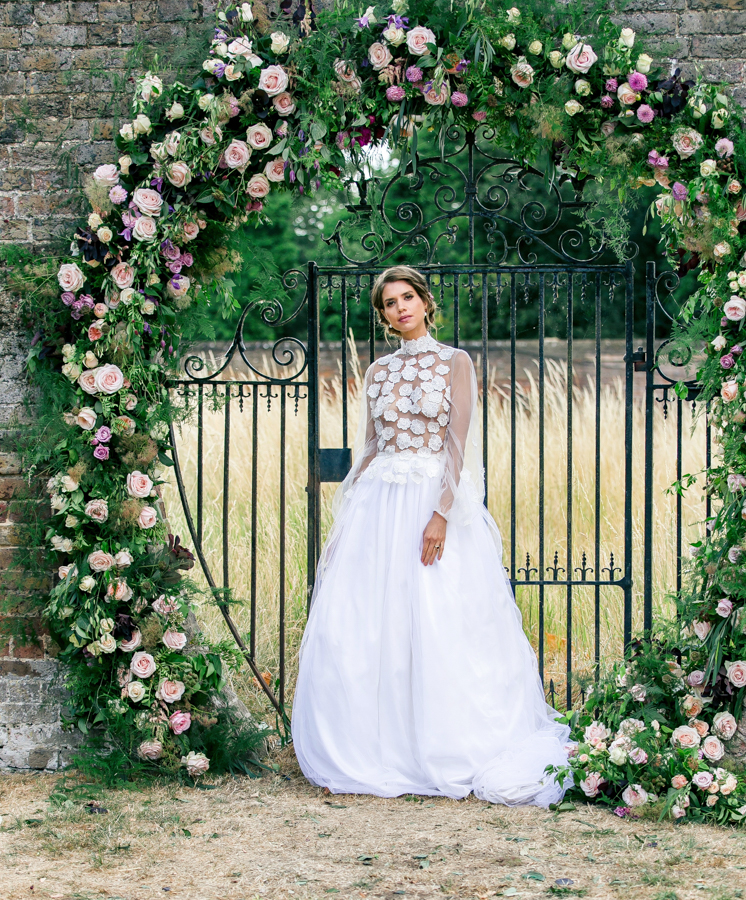 Stunning florals and archway flower surround for a breathtaking wedding style article on English Wedding, image credit Lisa Payne Photography (16)