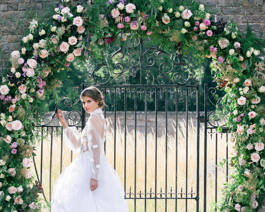 Stunning florals and archway flower surround for a breathtaking wedding style article on English Wedding, image credit Lisa Payne Photography (24)