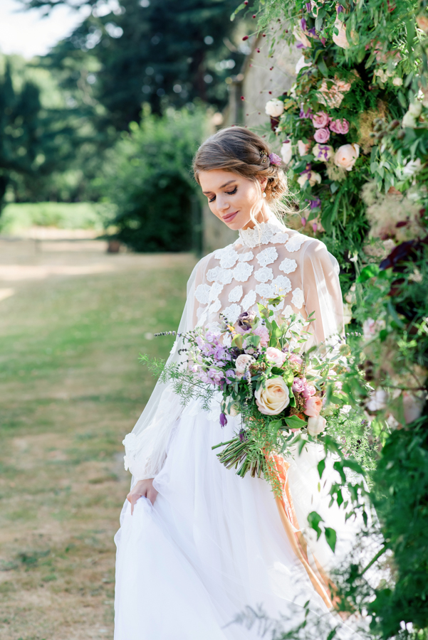 Stunning florals and archway flower surround for a breathtaking wedding style article on English Wedding, image credit Lisa Payne Photography (30)