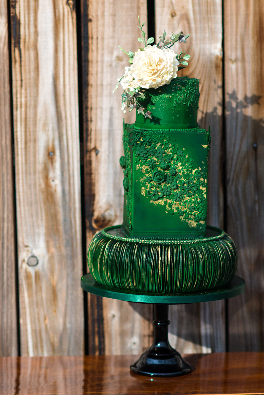 Beautiful wedding cakes by The Frostery - trends and ideas for 2019 (13)