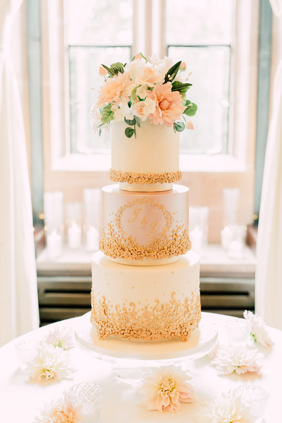 Beautiful wedding cakes by The Frostery - trends and ideas for 2019 (10)
