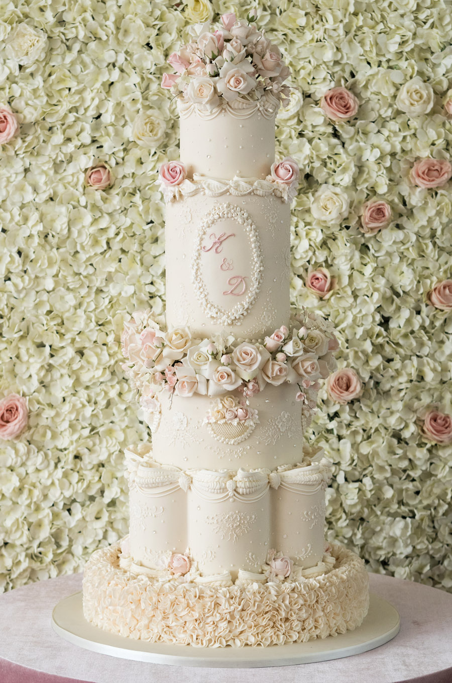 Beautiful wedding cakes by The Frostery - trends and ideas for 2019 (19)