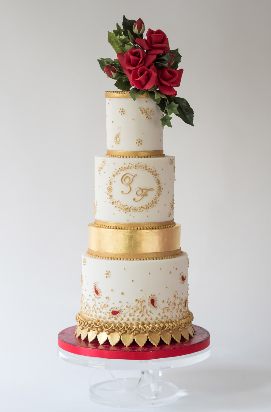 Beautiful wedding cakes by The Frostery - trends and ideas for 2019 (3)