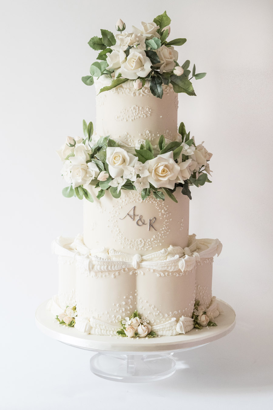 Beautiful wedding cakes by The Frostery - trends and ideas for 2019 (1)