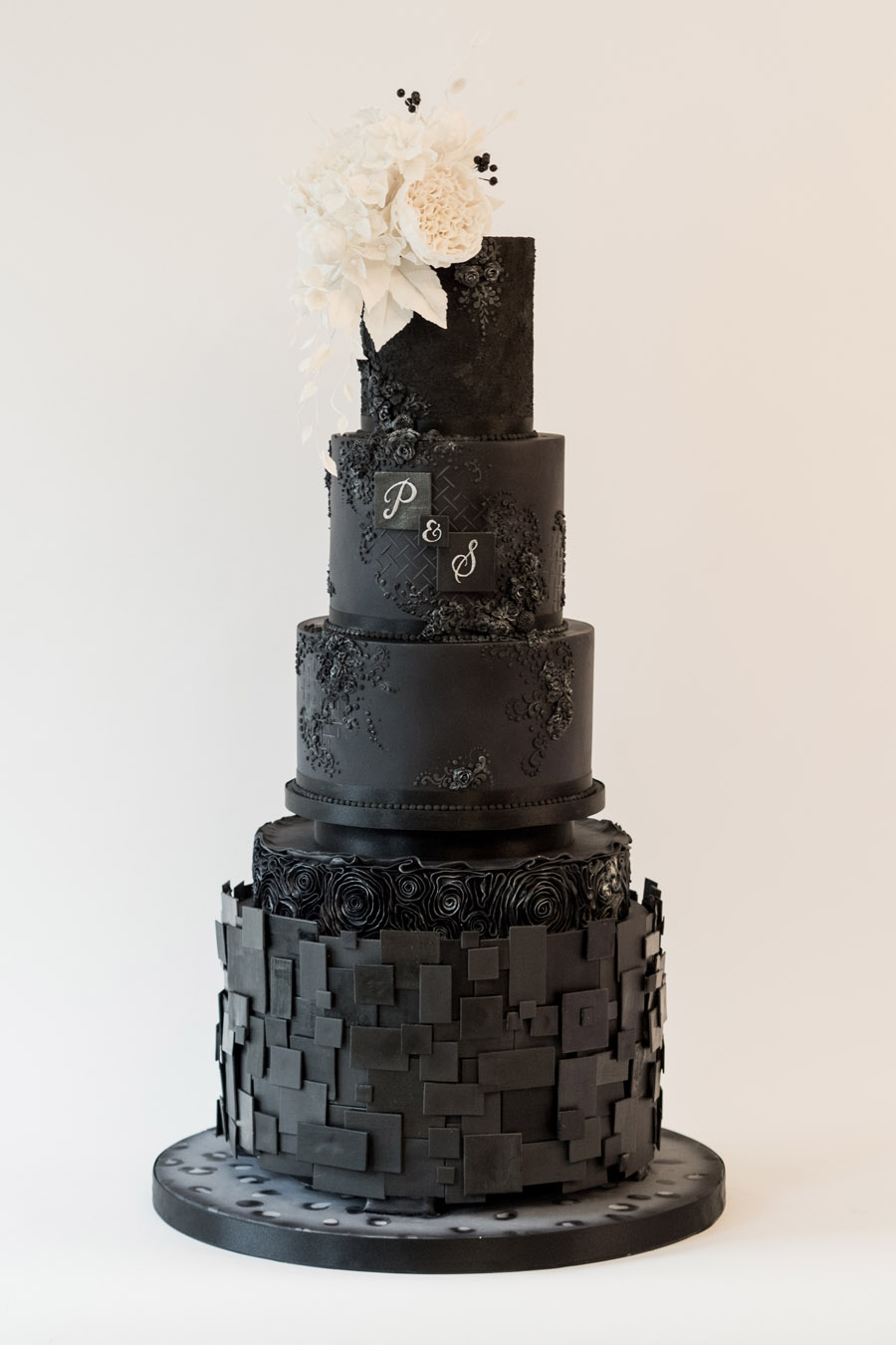 Beautiful wedding cakes by The Frostery - trends and ideas for 2019 (17)