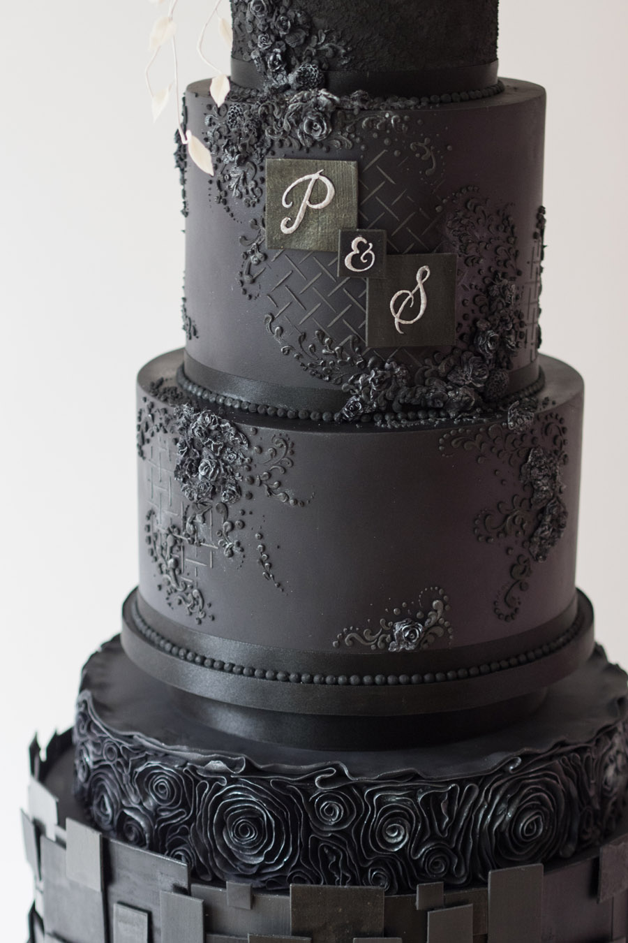 Beautiful wedding cakes by The Frostery - trends and ideas for 2019 (16)