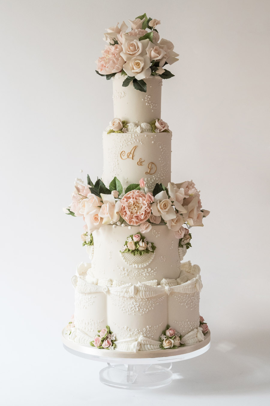 Beautiful wedding cakes by The Frostery - trends and ideas for 2019 (24)