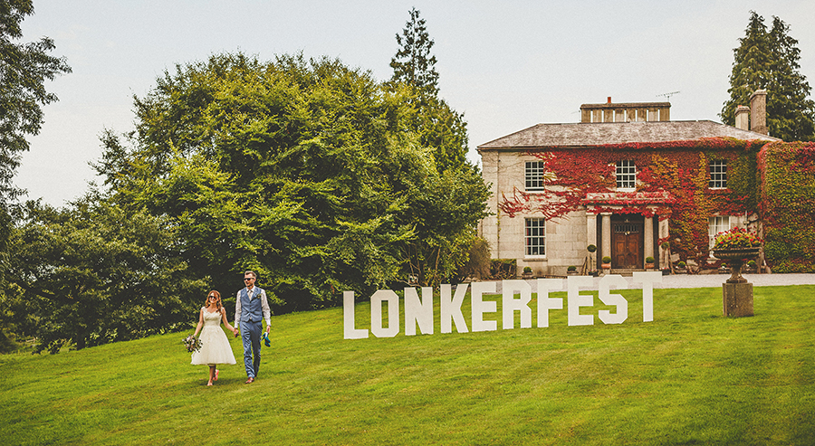 Festival vibes and a gorgeous Devon wedding at Colehayes Park, photo credit Howell Jones Photography (2)